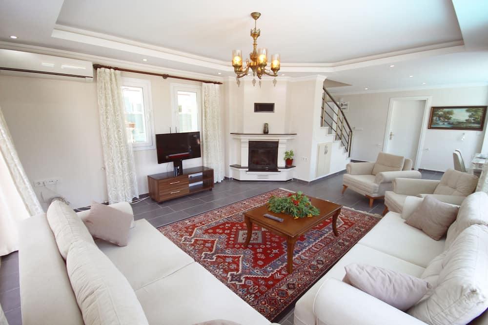 Villa, Pool View - Living Room