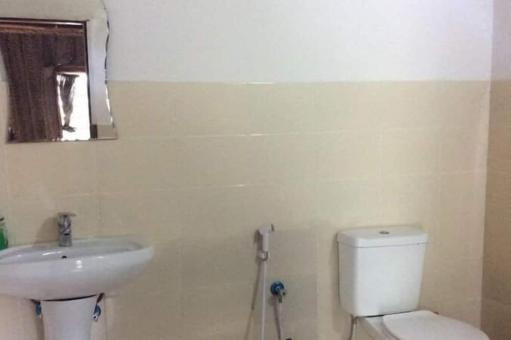 Superior-Vierbettzimmer, Nichtraucher, eigenes Bad - Badezimmer