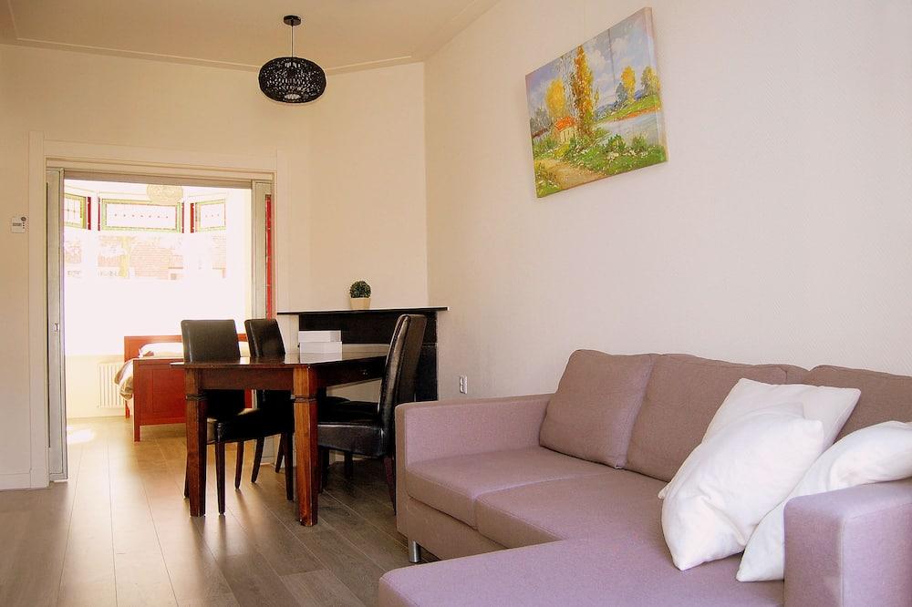 Apartamentai su patogumais, 1 didelė dvigulė lova, Nerūkantiesiems, vaizdas į sodą - Svetainė