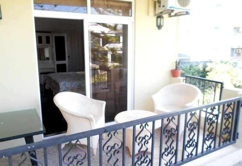 Studio in Trou-aux-biches, With Wonderful City View, Furnished Balcony and Wifi, Làng Mont Choisy