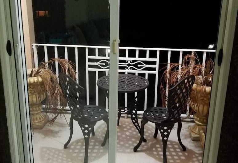 The Hamptons of Acadia, Kingston, Apartment, 1 King Bed, Non Smoking, Balcony