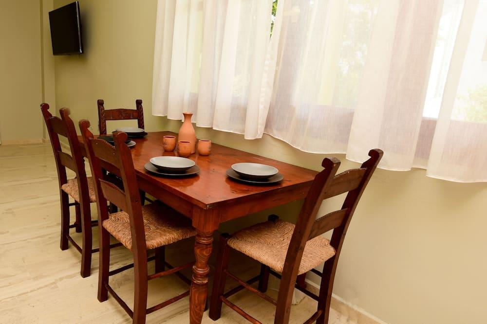 Appartamento familiare, 2 camere da letto - Pasti in camera