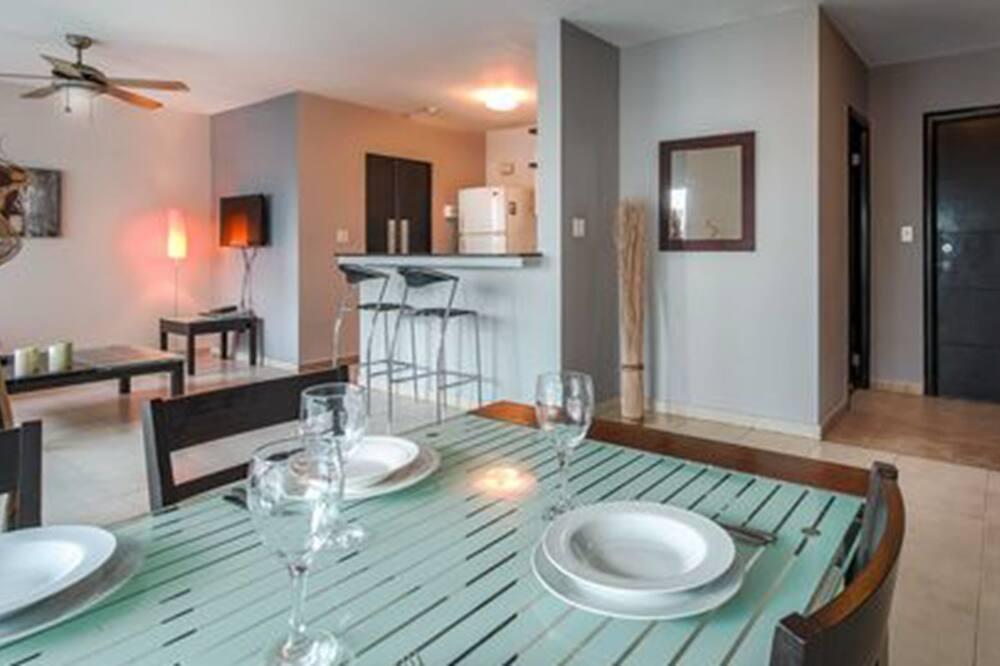 Apartamento Deluxe, 1 cama queen-size, Não-fumadores, Vista Baía - Refeições no Quarto
