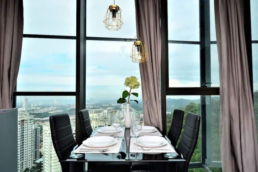 1 Bedroom - In-Room Dining