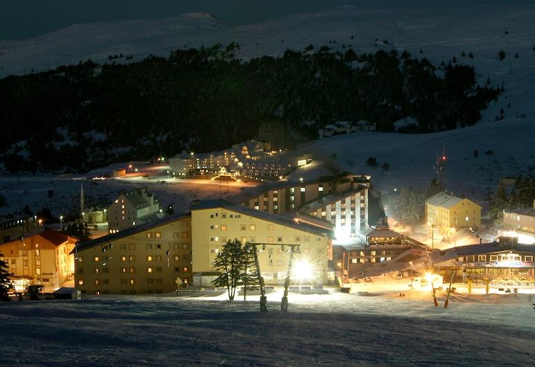 Kervansaray Uludag Ski Center, Uludag, Hadapan Hotel - Petang/Malam