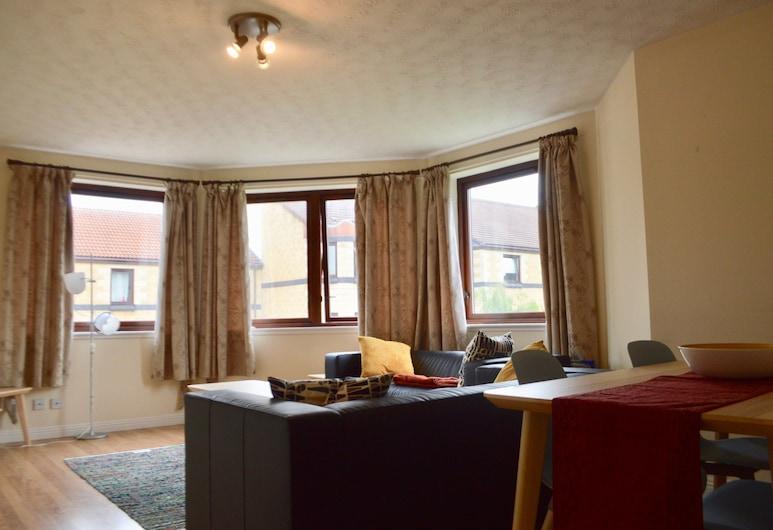 2 Bedroom Flat By Harrison Park, Edinburgh