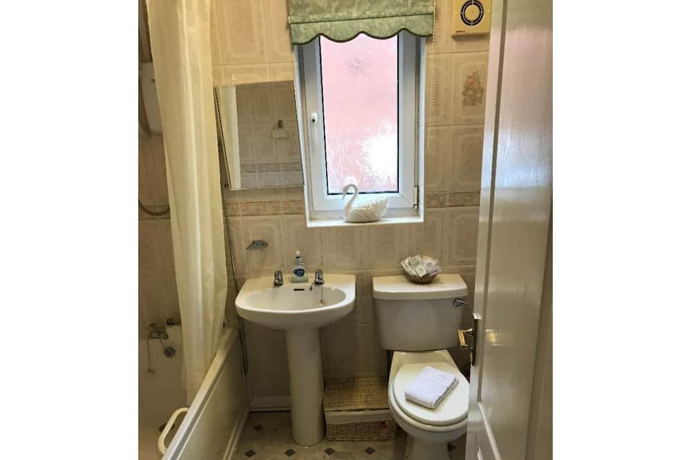 Comfort-Doppelzimmer, eigenes Bad, Gartenblick - Badezimmer