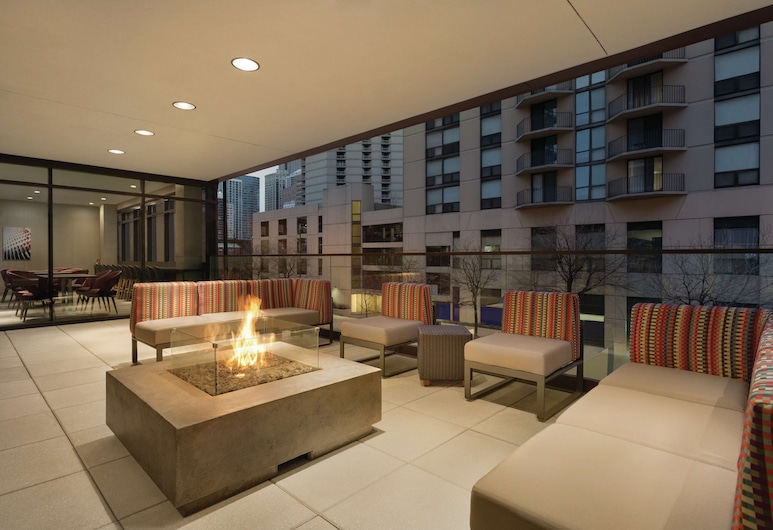 Home2 Suites by Hilton Chicago River North, Chicago, Terras