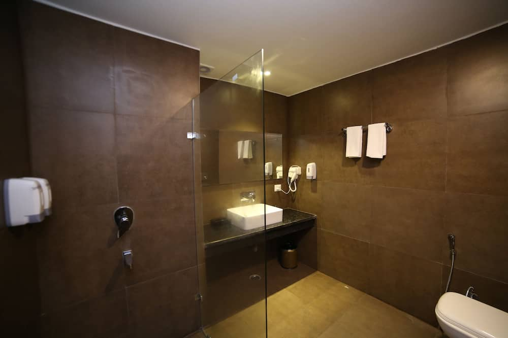 Club Double Room, 1 King Bed, Non Smoking, City View - Bathroom