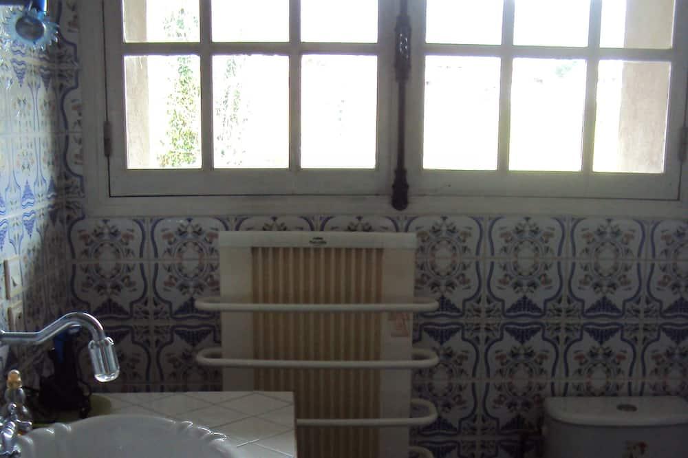 Chambre Anne de Beaujeu, non-fumeur - Lavabo de la salle de bain
