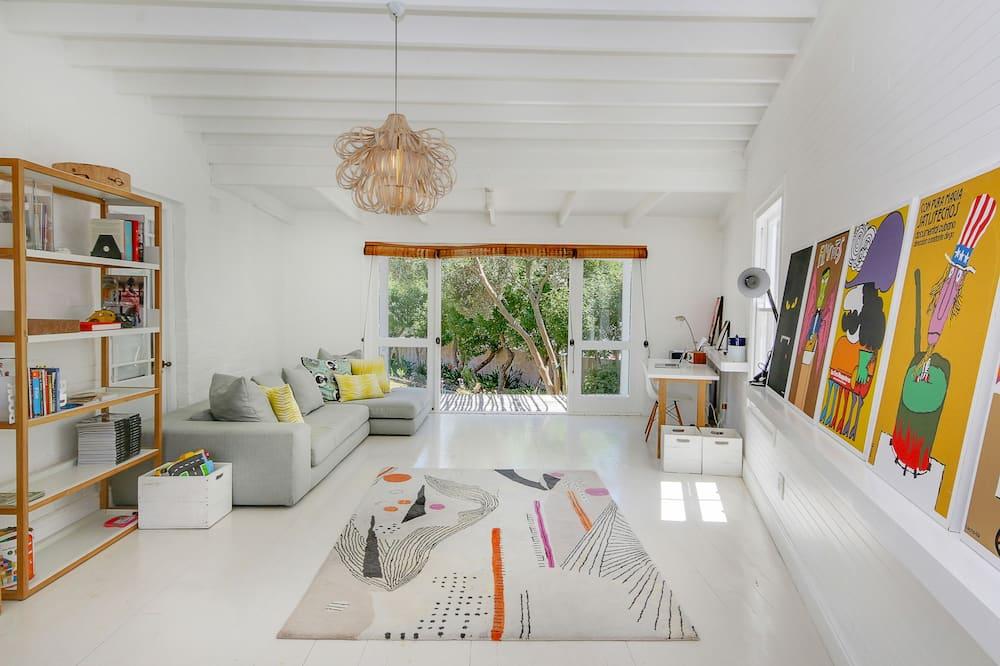 Business Villa, 4 Bedrooms - Living Room