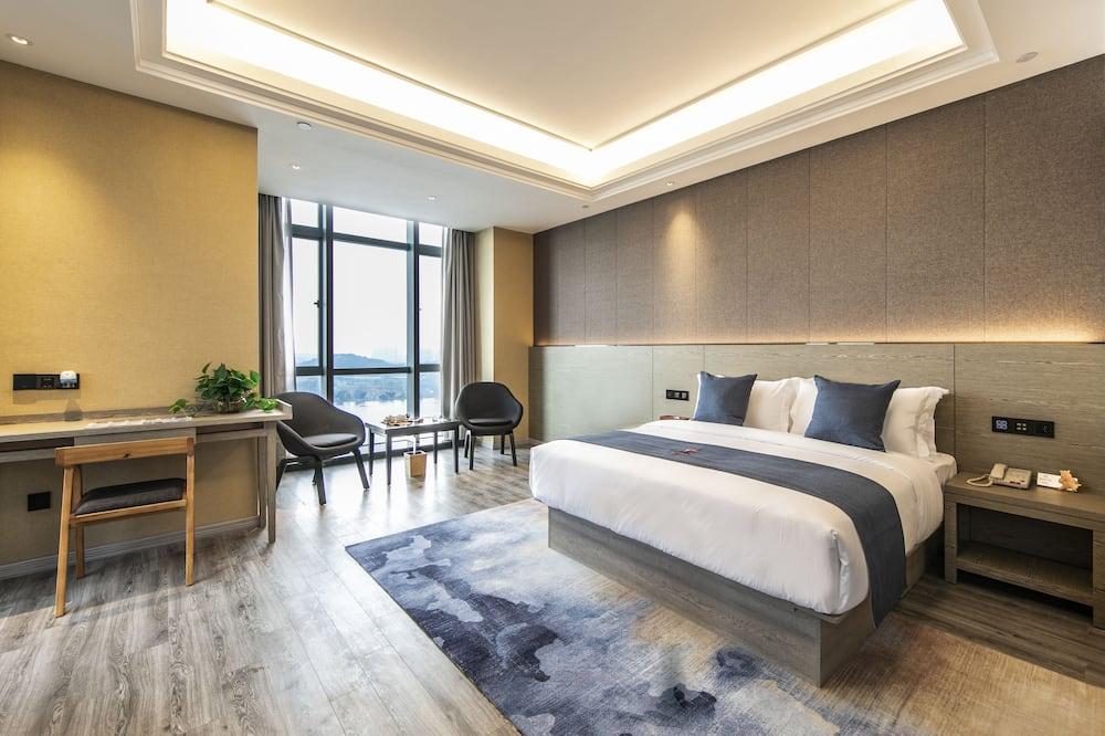 Pagerinto tipo kambarys, 2 standartinės dvigulės lovos, Rūkantiesiems (Twin bed on request) - Vaizdas į vandens telkinį