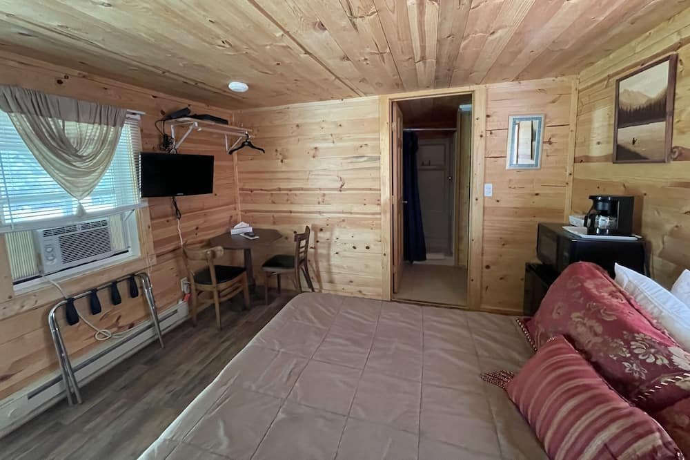 Deluxe Room, 1 Queen Bed, Accessible, Non Smoking - Living Area