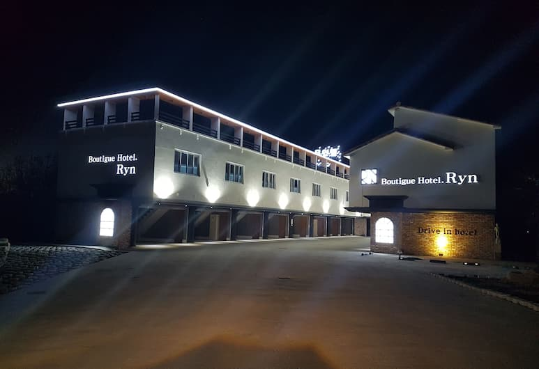 Ryn Boutique Hotel, Geoje, Otelin Önü - Akşam/Gece