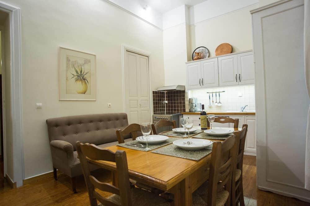 Rumah, pemandangan halaman - Tempat Makan Di Kamar