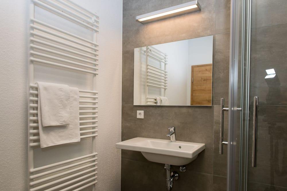 Standard Double Room, 1 King Bed, Non Smoking - Bathroom