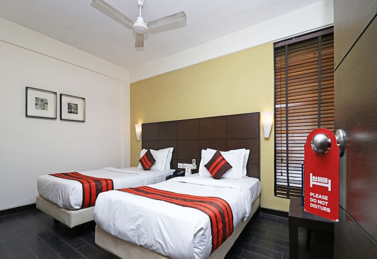 OYO 24067 Hotel Royal Paradise, Kota, Deluxe Double or Twin Room, 1 King Bed, Room