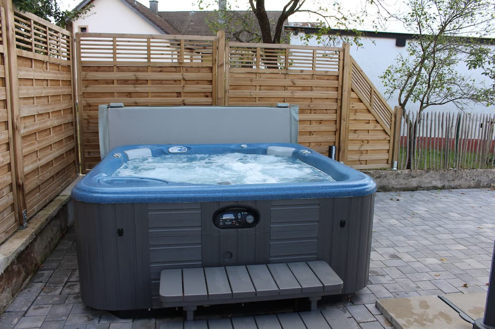Outdoor Spa Tub