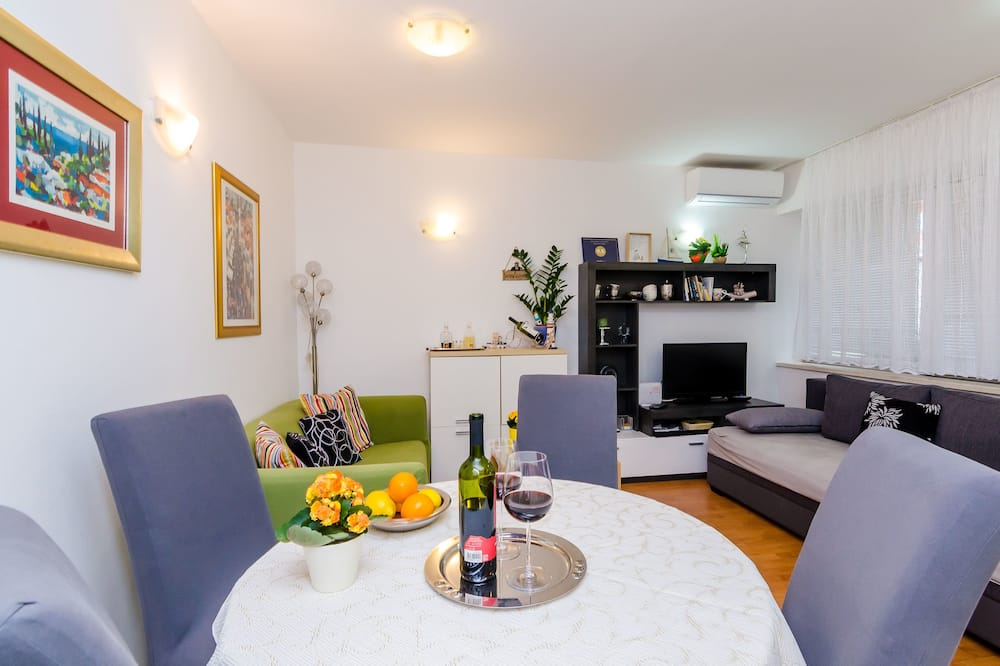 Superior Apartment, 1 Bedroom, Terrace - In-Room Dining