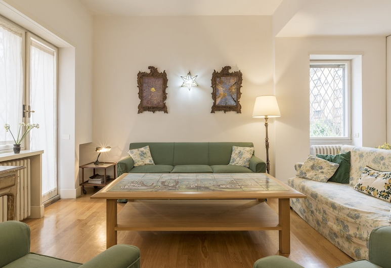 Micheli 4 Pax Apartment with Terrace, Rome, Apartment, 2 Bedrooms, Living Room