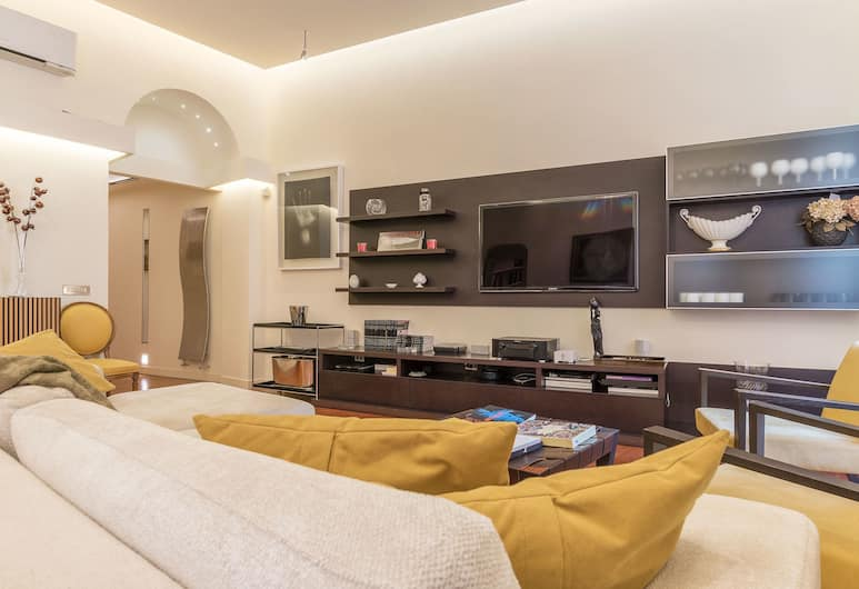 Monte Giordano 4 Pax Apartment, Rome, Apartment, 2 Bedrooms, Living Room