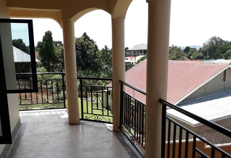 Eagles Residence, Entebbe, Balkon