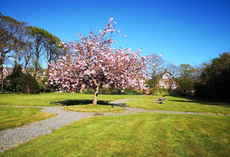 Endsleigh Park, Hull, Garden
