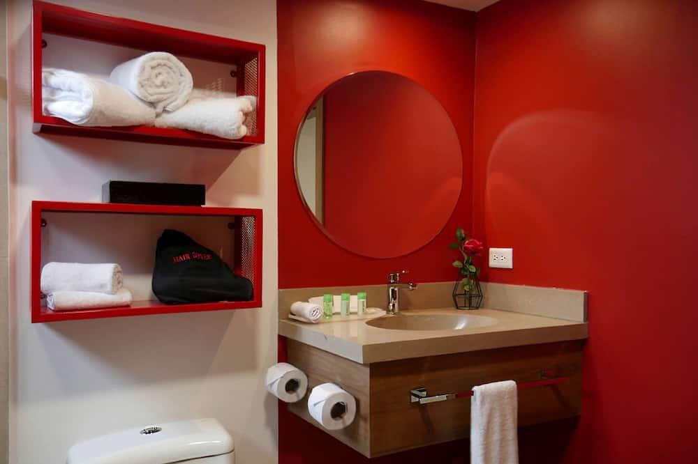 Номер преміум-класу, 2 двоспальних ліжка, для некурців (1 bedroom) - Ванна кімната