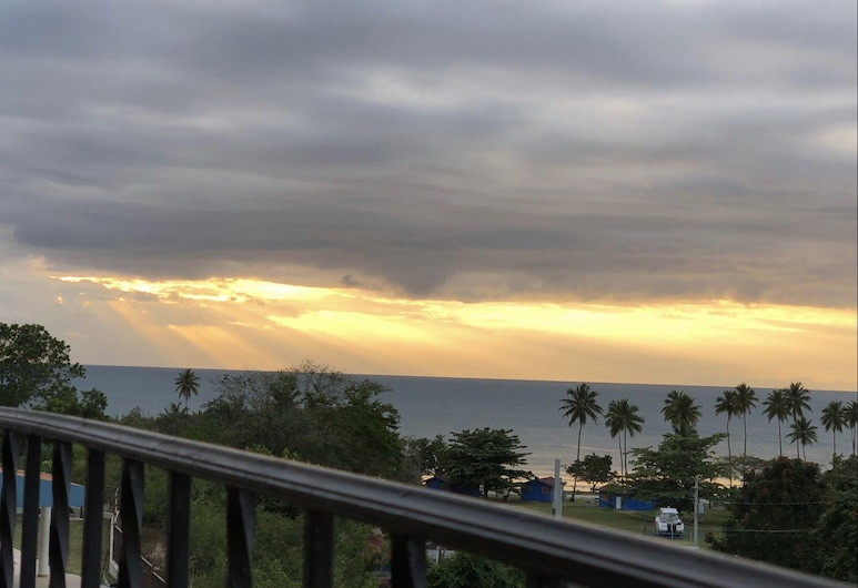 Sunset Paradise - Ocean View Penthouse, Cabo Rojo