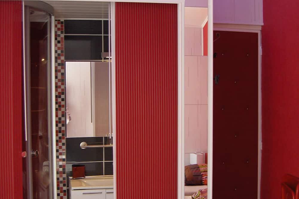 ห้องดับเบิล, ปลอดบุหรี่ (Rouge) - ห้องน้ำ