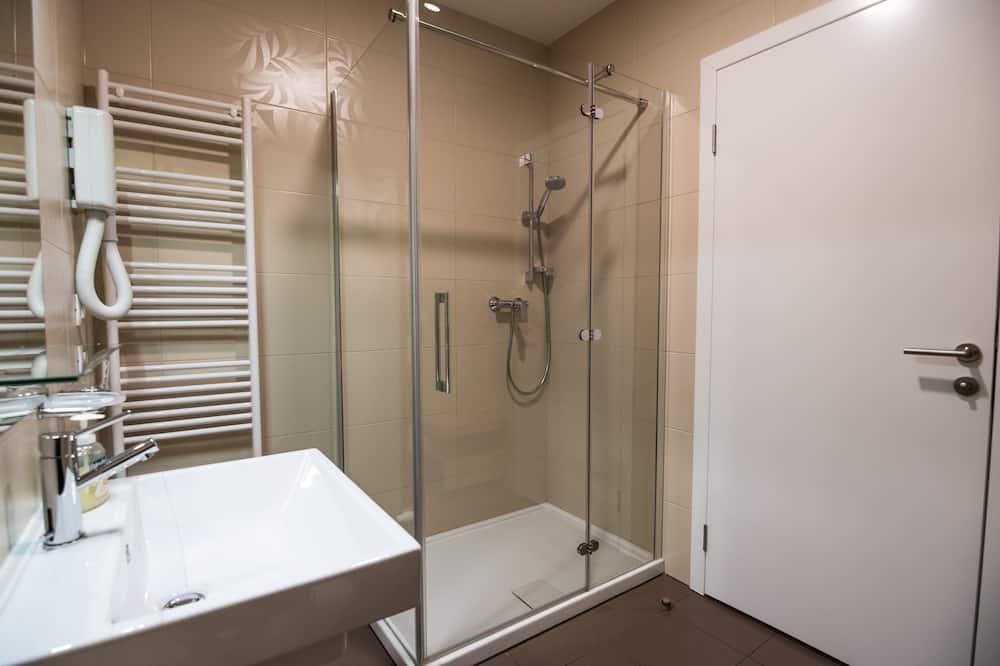 舒適三人房 - 浴室