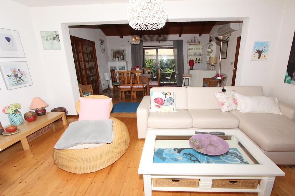 Comfort Apartment, 2 Bedrooms (Ground Floor) - Living Area