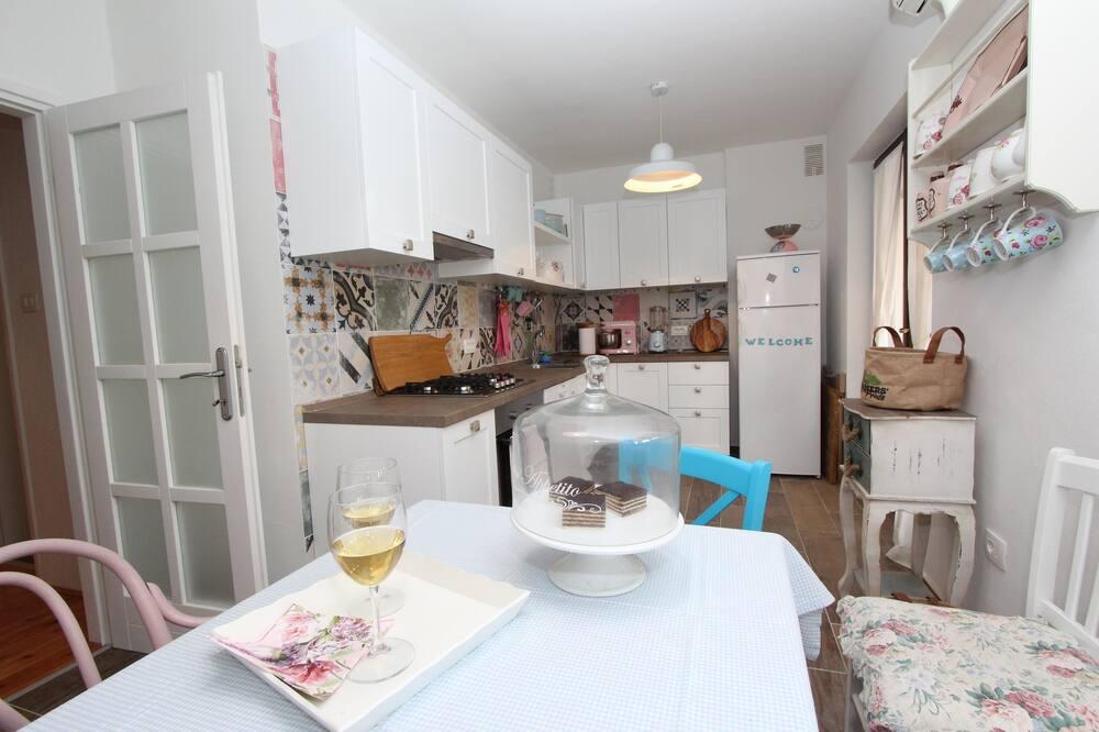 Comfort Apartment, 2 Bedrooms (Ground Floor) - In-Room Dining
