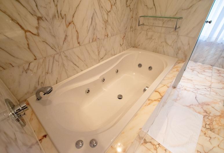Tolstov-Hotels Luxury City Villa, Neuss, Departamento Confort, 2 habitaciones, vista al jardín, en la esquina (incl. end cleaning fee €59), Habitación