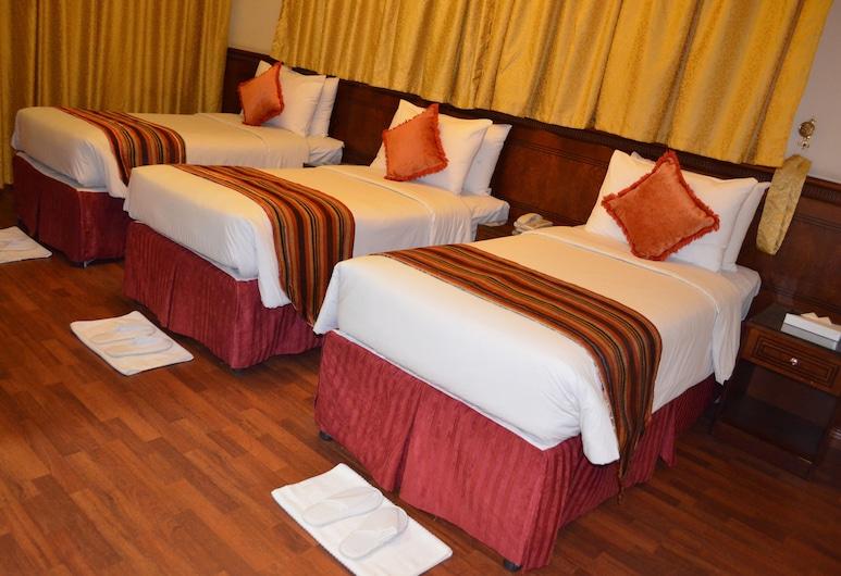 Rotana Al Mesk Hotel, אל-מדינה, חדר סטנדרט לשלושה, חדר אורחים
