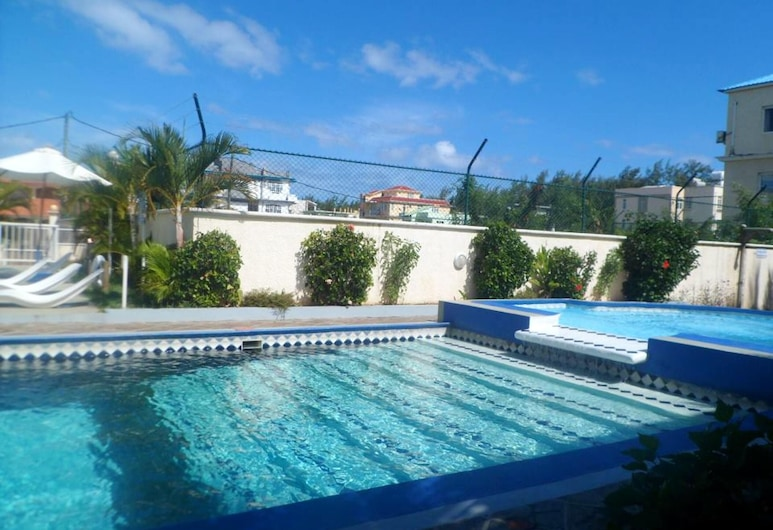 Apartment With 3 Bedrooms in Flic en Flac, With Shared Pool, Furnished Terrace and Wifi - 100 m From the Beach, Flic-en-Flac, Piscina