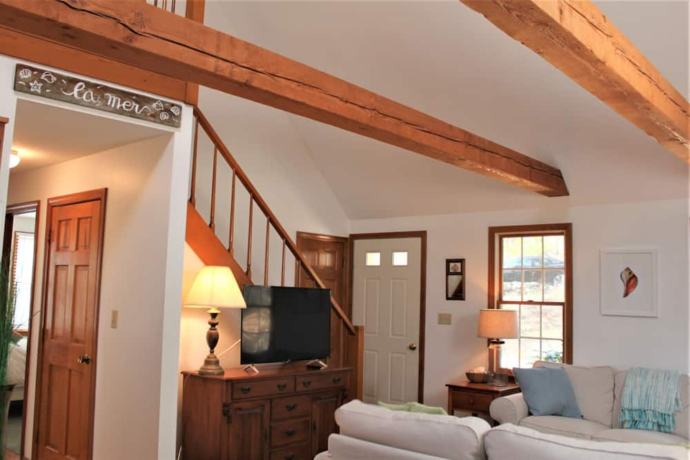 House, 3 Bedrooms, Fireplace - Living Area