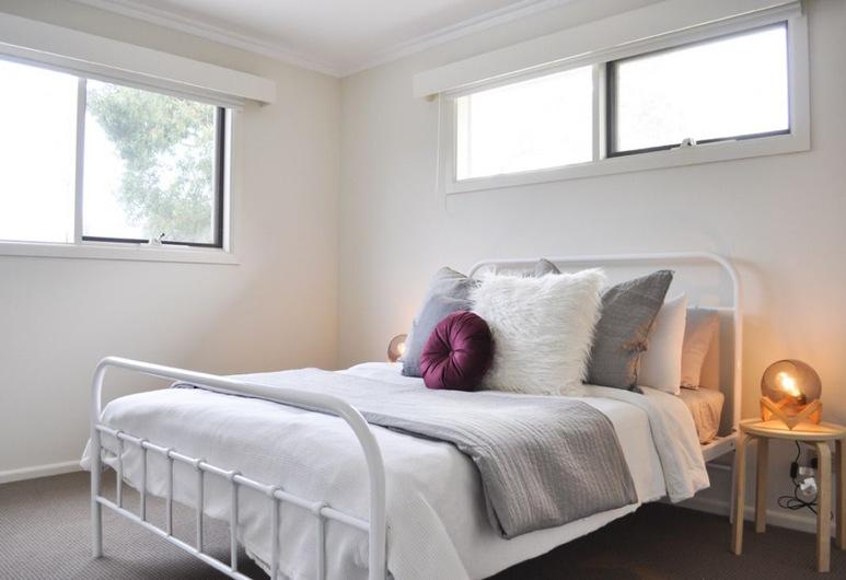 Luxe 4 Bedroom Entertainer for 13 in Anglesea, Anglesea, Casa Deluxe, 4 habitaciones, Habitación