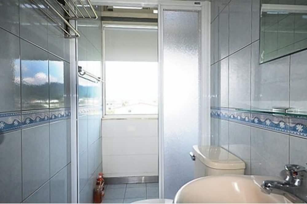 ห้องพาโนรามิกดับเบิล, เตียงใหญ่ 1 เตียง, ปลอดบุหรี่, วิวภูเขา - ห้องน้ำ
