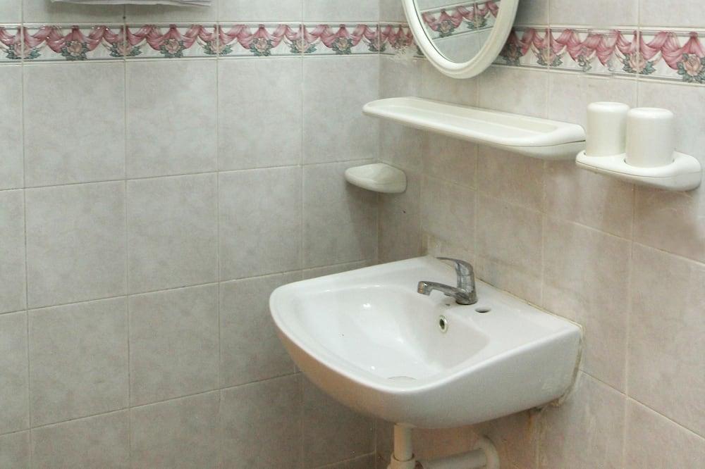 Standard-Zweibettzimmer, Nichtraucher - Badezimmer