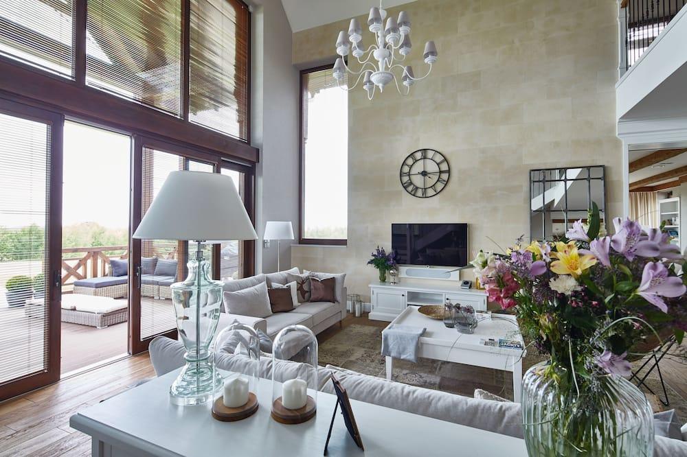 Executive Villa, 4 Bedrooms, Garden View - Living Area