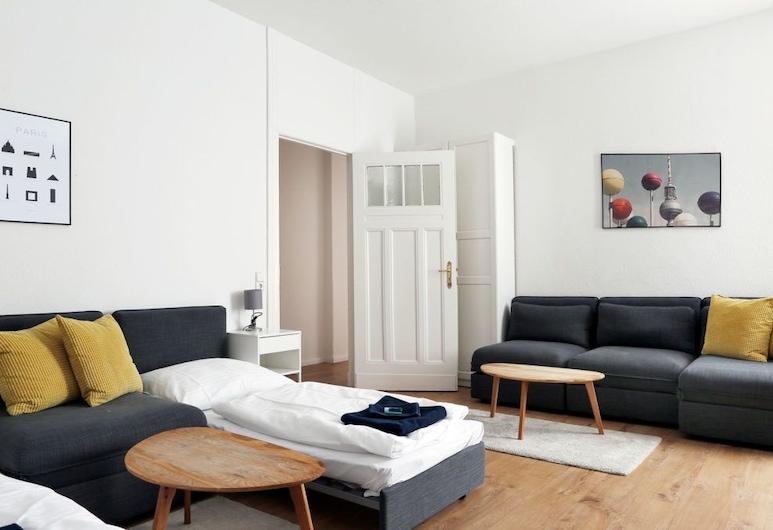 록체어 아파트먼트 그라이프스발더 스트라세, 베를린, 아파트, 침실 2개, 거실