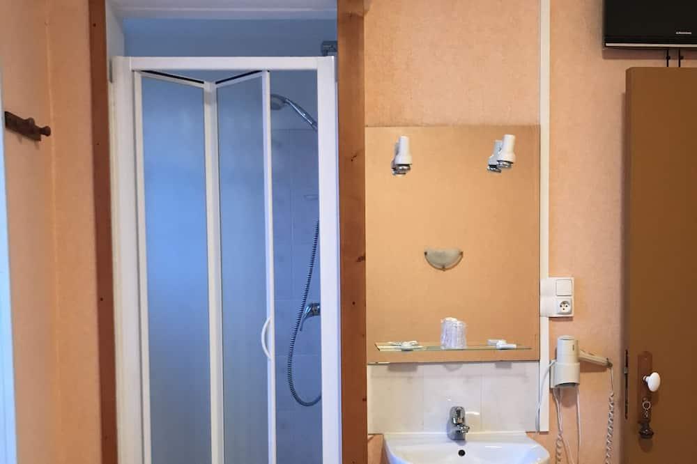 Economy Üç Kişilik Oda (No WC) - Banyo