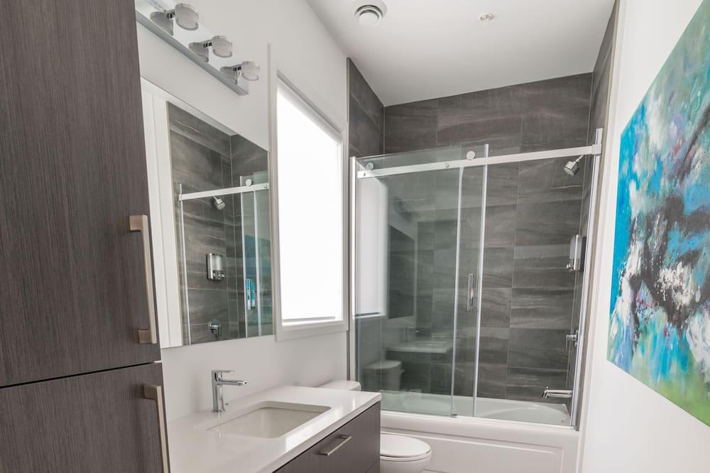 Condo, Multiple Beds, Accessible, Non Smoking - Bathroom