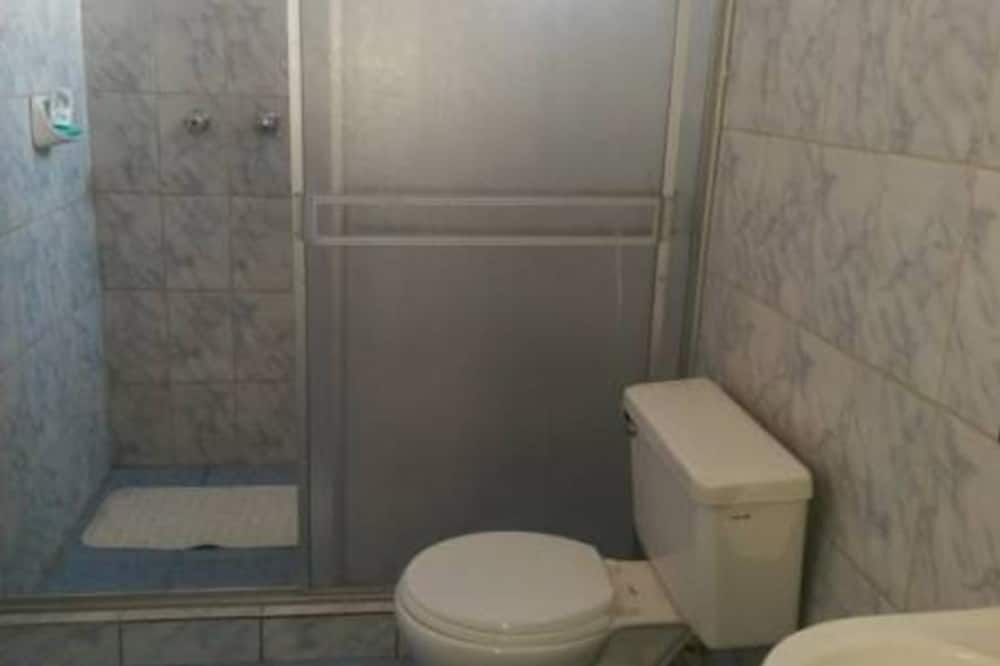 Double Room, 2 Double Beds, City View - Bathroom