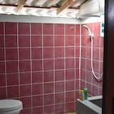Standard Room with Shared Bathroom  - חדר רחצה