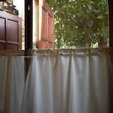 Standard Room with Private Bathroom  - נוף לגן