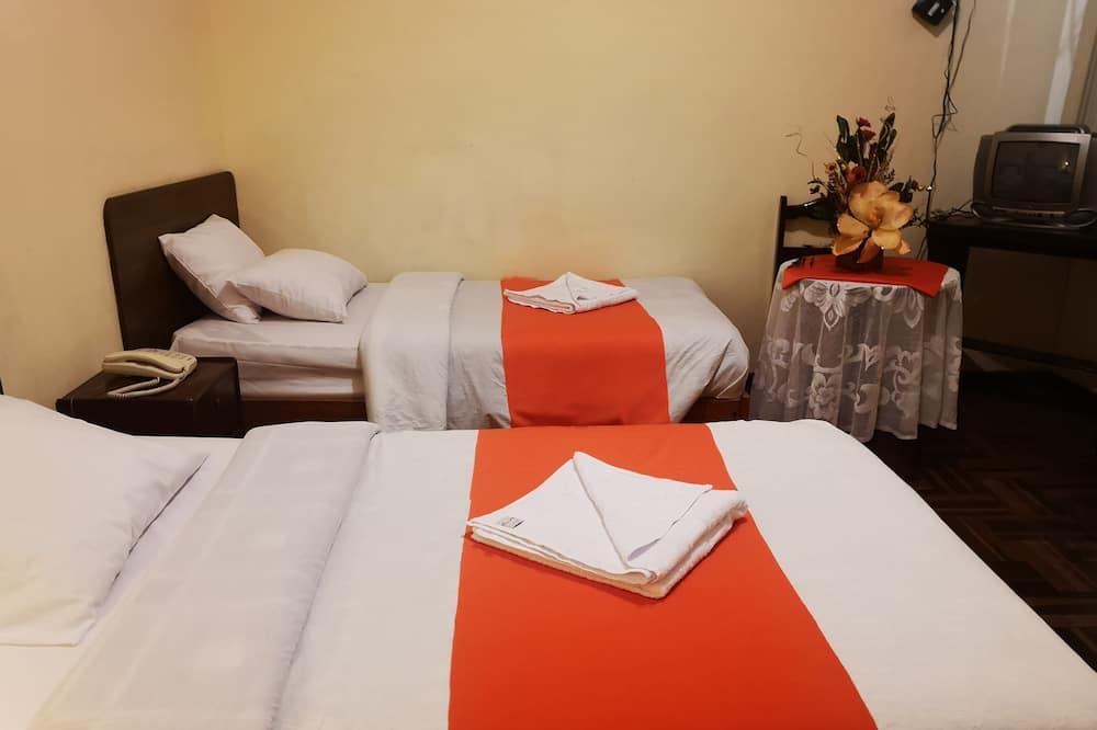 Classic szoba kétszemélyes ággyal, 2 egyszemélyes ágy, fürdőszobával, udvari - Fürdőszoba