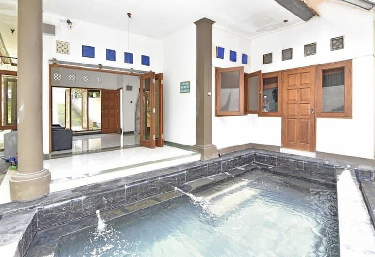 Cozy Residence Wedasari Bali, Denpasar, Kolam Renang Luar Ruangan
