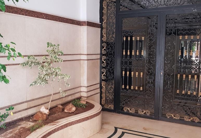 Sweet Home, Kenitra, Entrada del establecimiento
